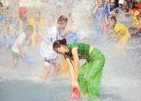 傣族的泼水节文化